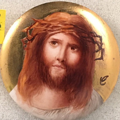 CB9   JESUS ON ROUND PENDANT WITH LBG GOLD BACKGROUND