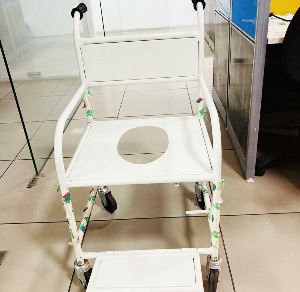 Basic commode wheelchair