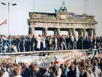Besetzung der Mauer am Brandenburger Tor 1989