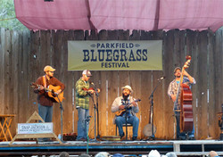 Parkfield_Bluegrass_Outside_Stage_Snap