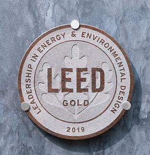 LEED RED Granite Plaque ⌀ 40cm, inc. hardware
