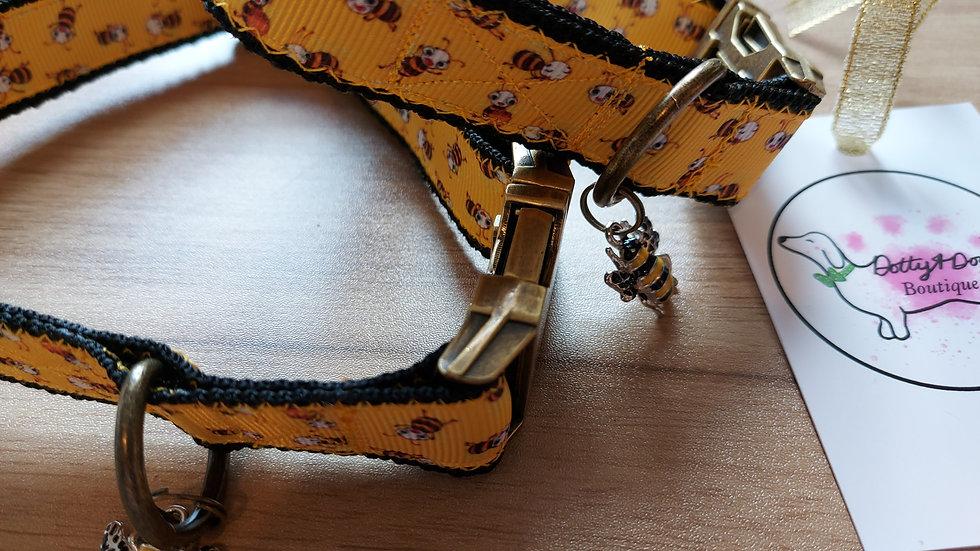 Bumble bee collar