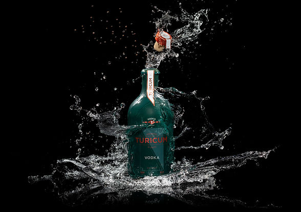 Turicum-Premium-Vodka-Splash.jpg