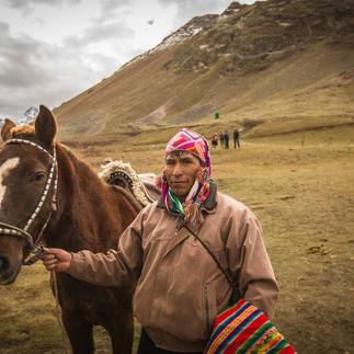 Vinicunca Homme et cheval.jpg