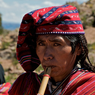 Taquile homme flute.jpg