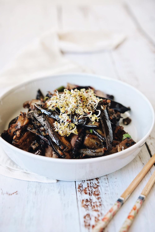 Kineski patlidžan u zdjelici kao odličan bezglutenski prilog.