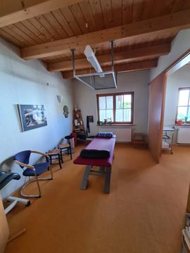 Therapiezimmer mit Schlingentisch