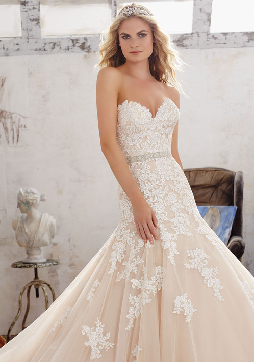 Clic Fit Flare Bridal Gown Featuring Sweetheart Neckline And Frosted Embroidered LiquŽes On Tulle Over Sparkle Net Covered Detail Along