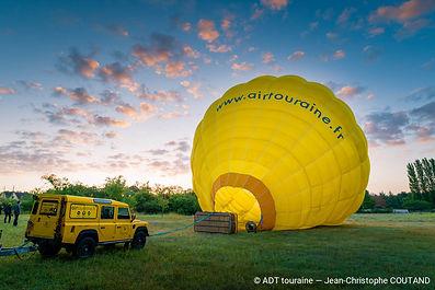 montgolfiere-au-lever-du-soleil_jean-chr
