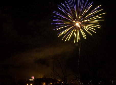 Novoroční ohňostroj v Praze proběhl