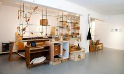 שאיפה נשיפה, מיצב, 11 מ, רהיטים ואובייקטים בטכניקה מעורבת.