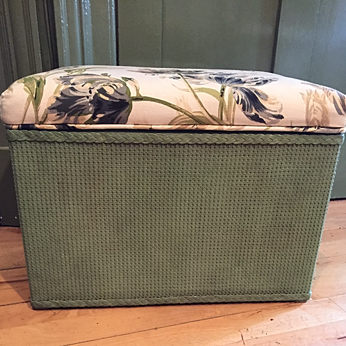 Vintage: Green wicker box with upholstered lid