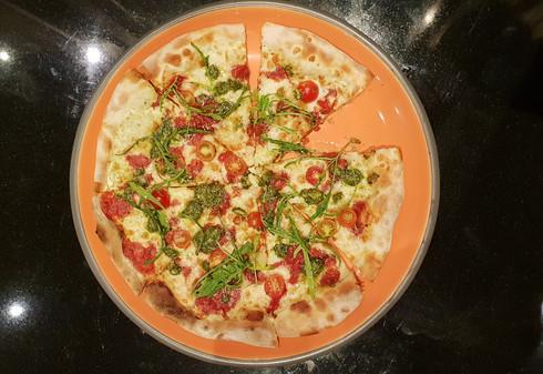 Bianca con pesto e bocconi di promodoro