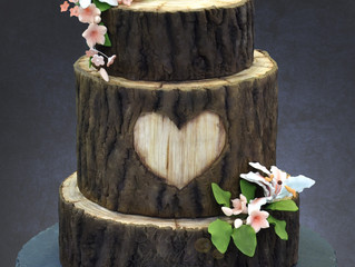 Back to nature with a rustic wood cake