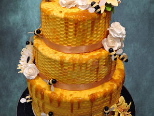 Theres a buzz about this wedding cake
