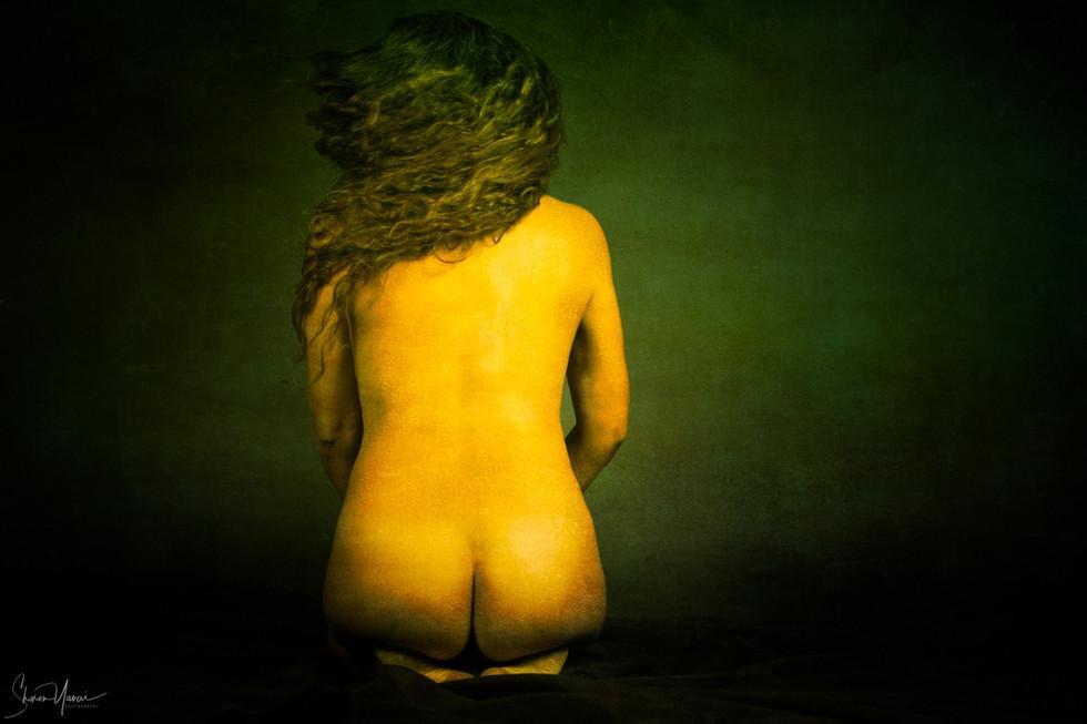 צילומי עירום בסטודיו