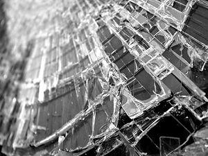 glass-582689_1920.jpg