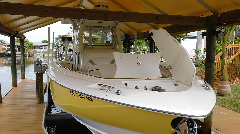 2005 BostonWhaler 320 Center Console