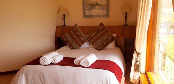 Queen bedroom en-suite.jpg
