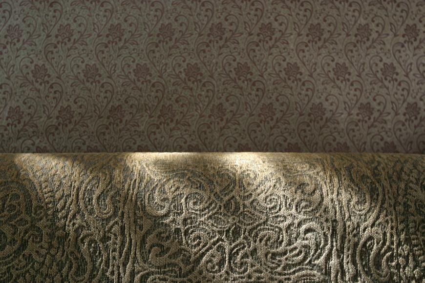 35-Einat Arif-Galanti-wallpaper and sofa