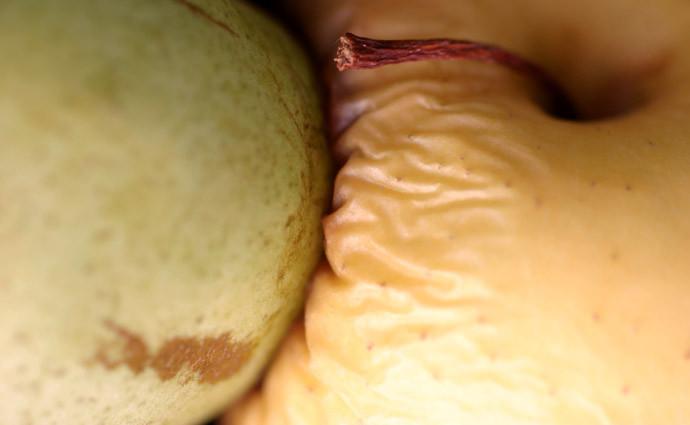 04-EinatAG-pear and apple.jpg