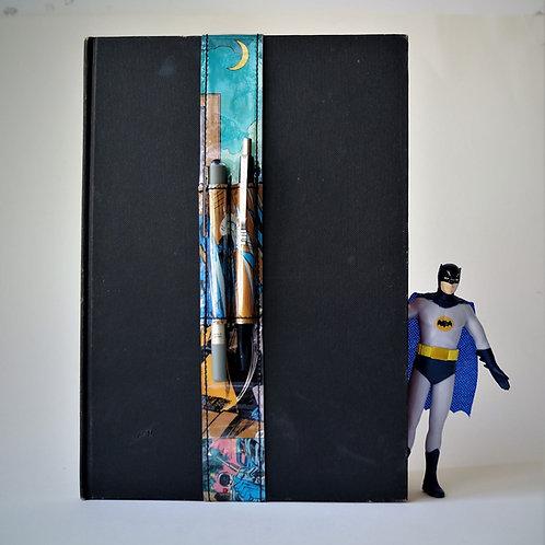 BATMAN Stifthalter *XL* (DIN A4) DC Comic Unikat (vorne)