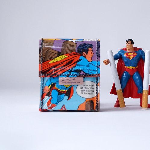 SUPERMAN Zigaretten Hülle Comic upcycling Unikat (vorne)