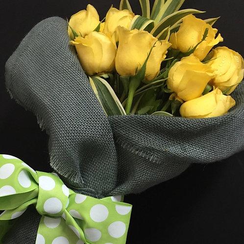 Rosas Amarillas con henequen gris