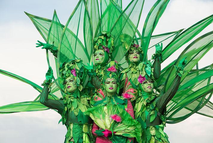 Jelicious stelten bomen biologisch natuur act stilt art Stilts stelten events party evenementen stelten festival jelicious Jorritsma Jelleke Jelicious Groene bomen stelten act straat theater