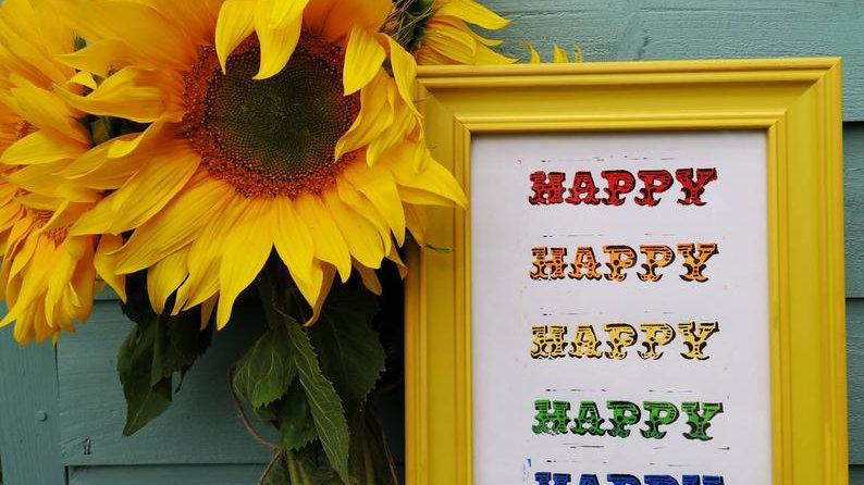 Happy rainbow print