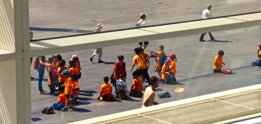 Barcelona,_Niños,_naranja_2.jpg