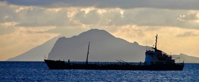 Lipari, Barco, amanecer.jpg