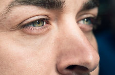 man-eyes-foreground_1139-1073.jpg
