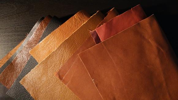 即便是比例模型,皮料的选择也不能疏忽,针对比例选择特点合适,颜色恰当的皮革才能衬托出产品应有的质感