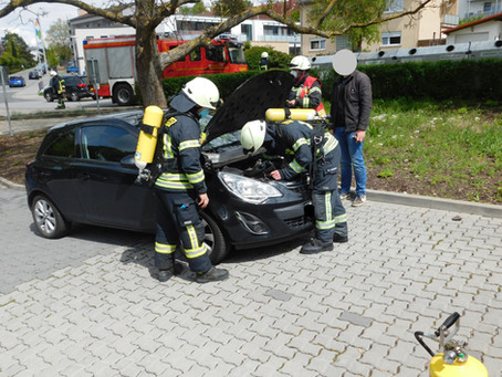+++ Fahrzeugbrand in der Stadt +++