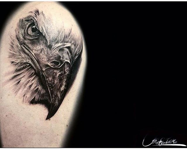 #Eagle piece by _juniorsilivaaitattoos here _skindeeptattoogallery _#realismtattoos #baldeagle #real