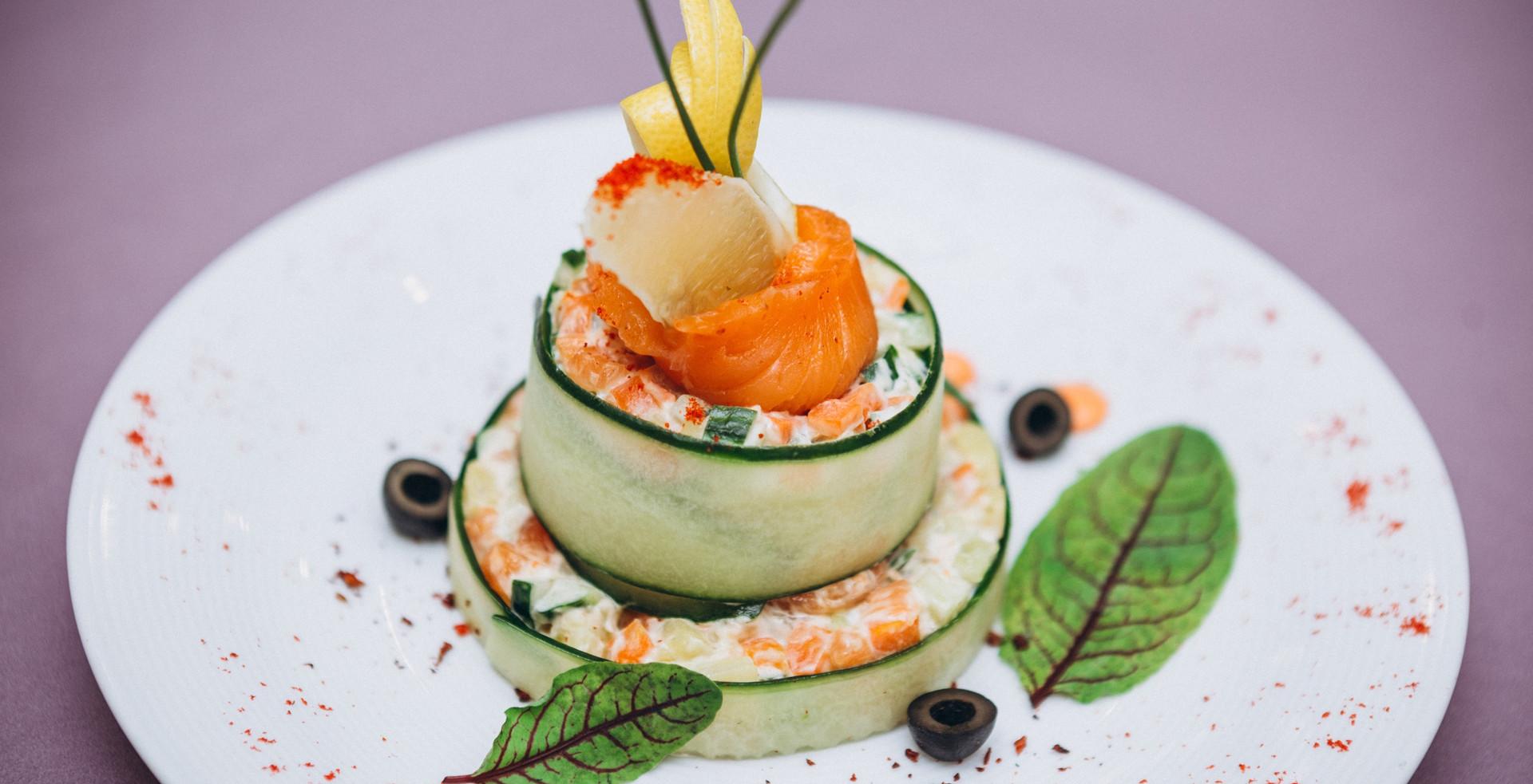 Салат с сёмгой слабой соли