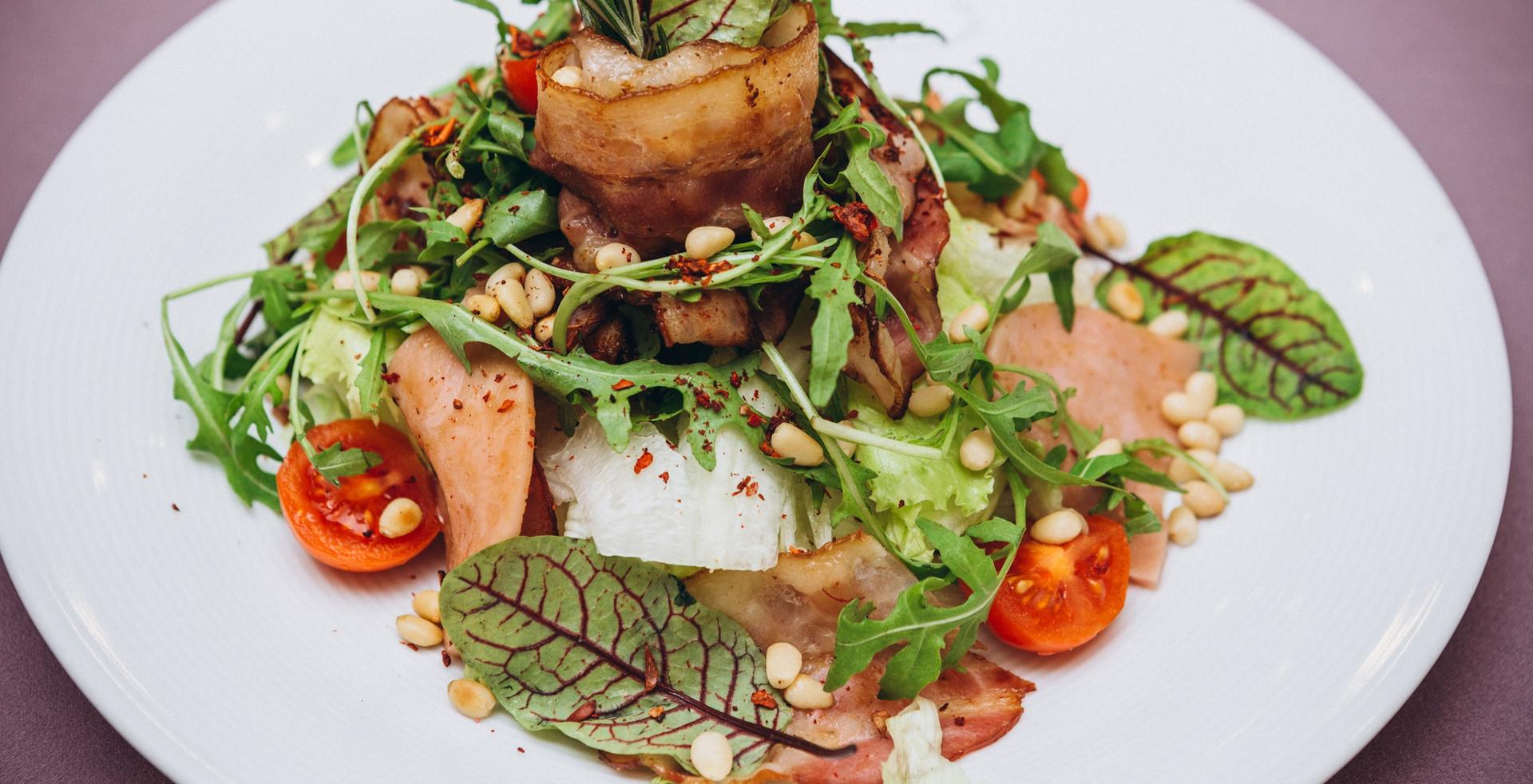 Шеф-салат с кедровыми орешками