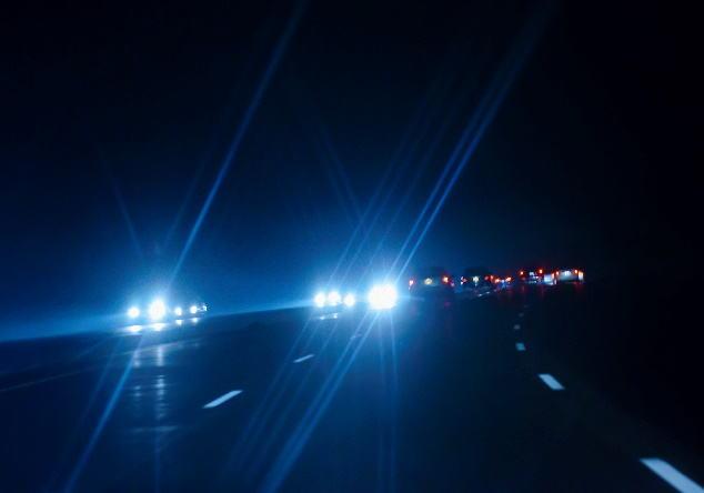 異常に明るい社外品ライトへの対応