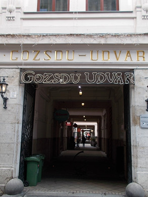 Gozsdu-yard 7th district