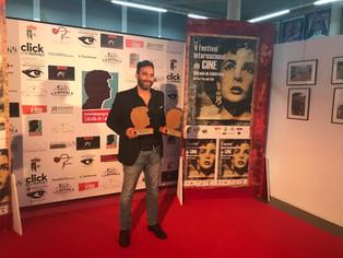 Gustavo Ramos Perales se alza con el premio a mejor director por la película El Chata en el V Festiv