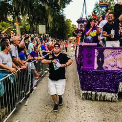 Obsessed with this picture _gutchgutch snapped of me walking in the _orlandopride  #parade with _ale