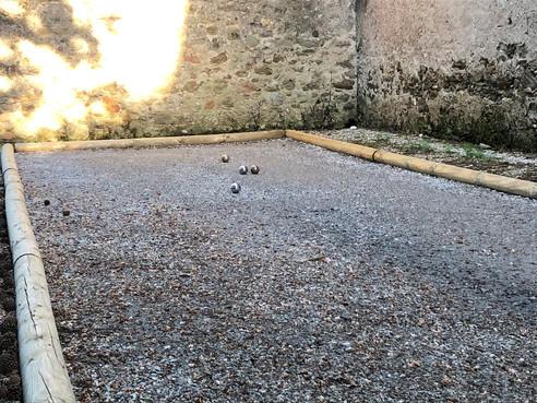 Le Grenier Occitan terrain petanque