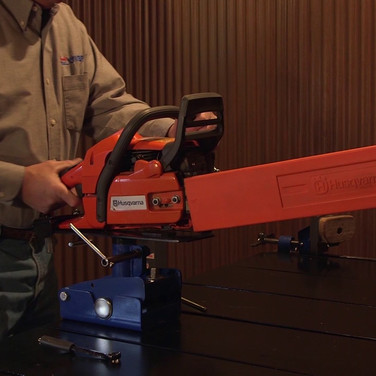 Crossover Vise with Chainsaw Station
