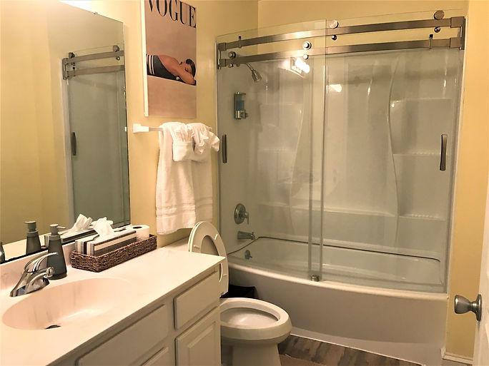 109 hall bath.jpg