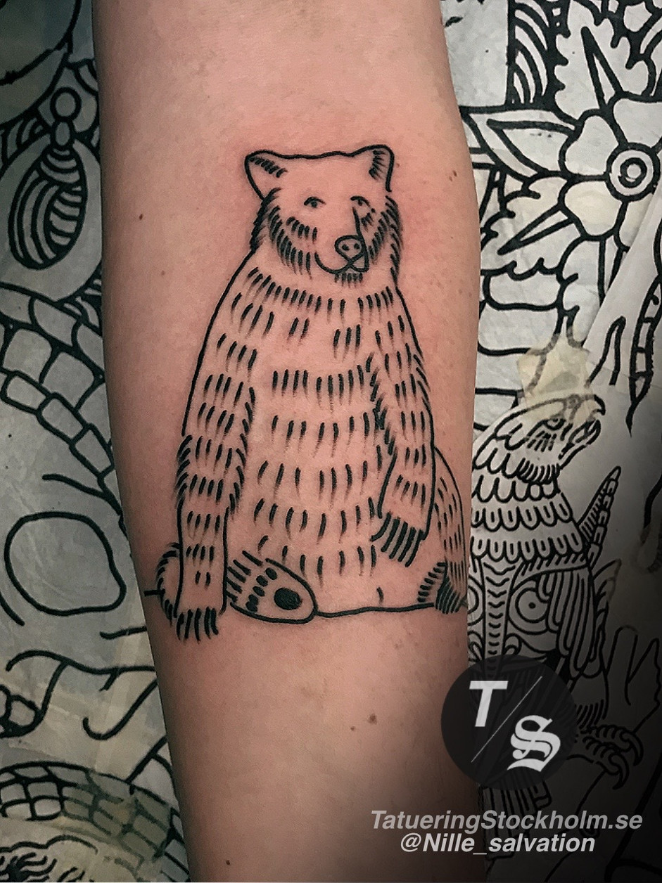Sitting bear tattoo by @nille_salvation.