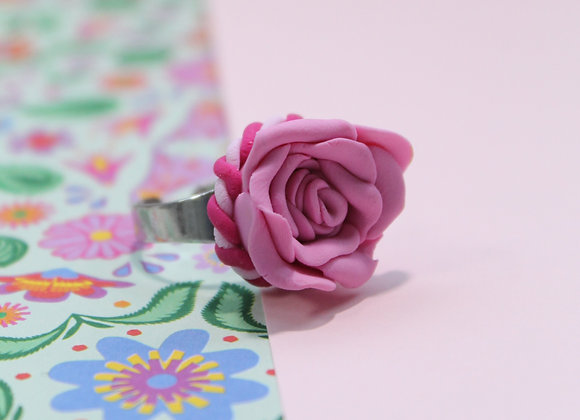 Single Pink Rose Ring with Twisted Trim
