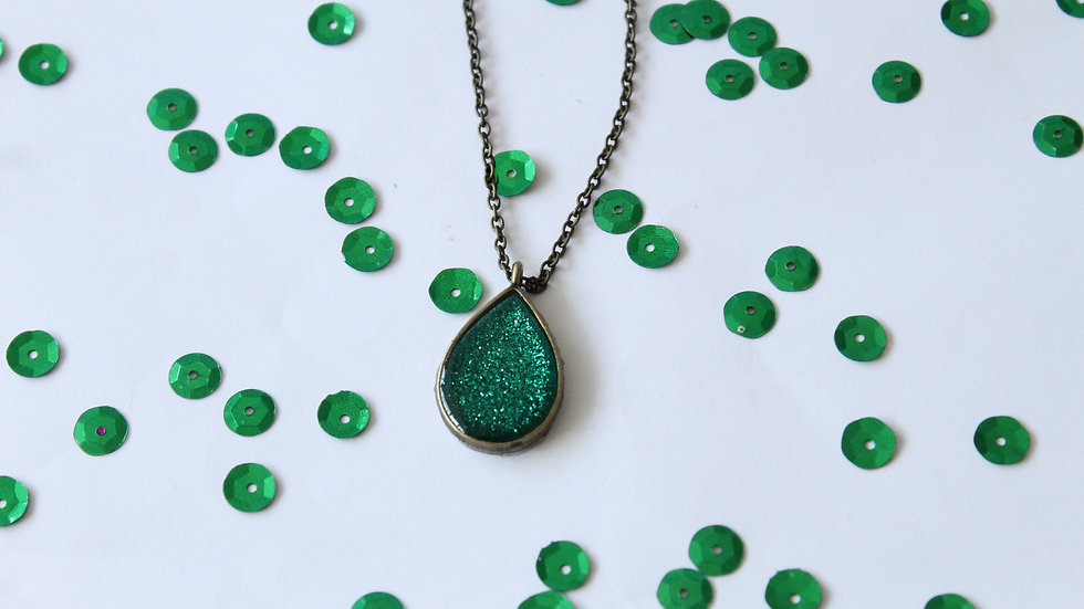 Tear Drop Green Resin with Sparkles Necklace Bronze