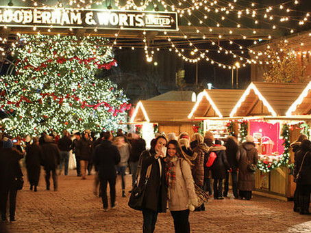 Where to Stay in Toronto Close to the Christmas Market at the Distillery District