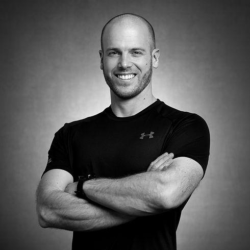 Schwarz weiss Portrait Personaltrainer in Zürich About Me über mich
